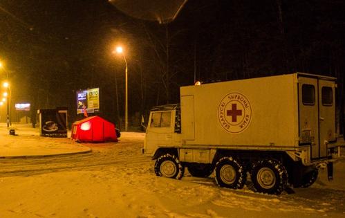 машина и палатка красного креста
