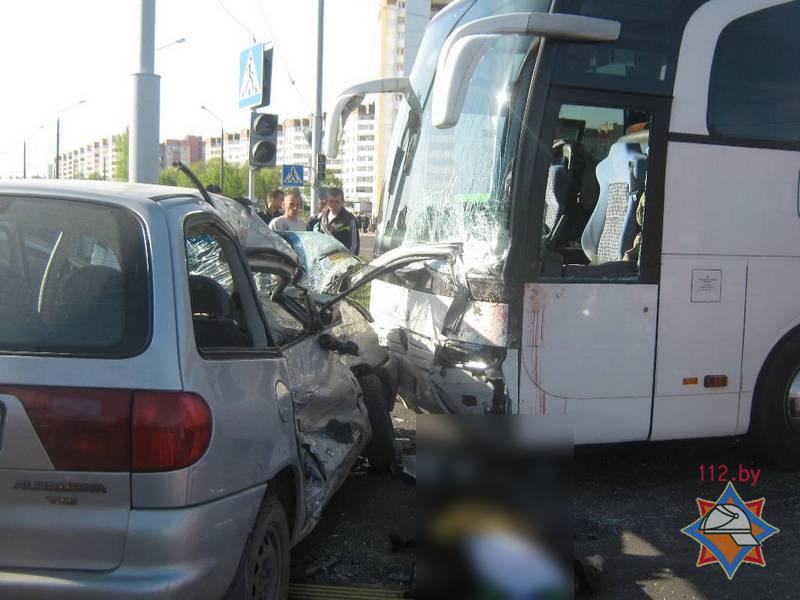 В Бобруйске минивен врезался в туристический автобус с детьми