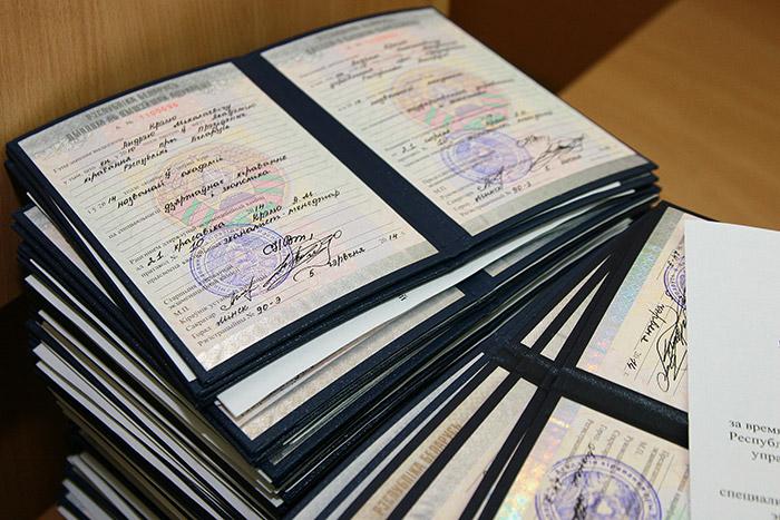 Гражданам ЕАЭС не нужно будет подтверждать дипломы об образовании  С 1 января 2015 года дипломы об образовании Беларуси Казахстана и России будут действительны на территории всех трех стран без процедуры подтверждения