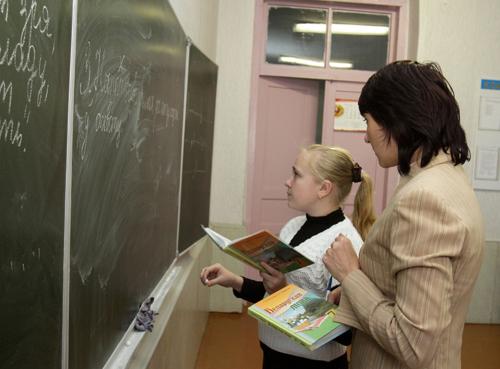 Ко Дню знаний белорусским медикам и учителям поднимут зарплаты