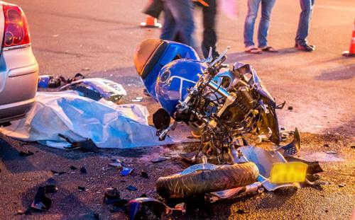 Май 2014 г. Минск. На перекрестке в микрорайоне Каменная Горка столкнулись автомобиль Toyota и мотоцикл Suzuki.
