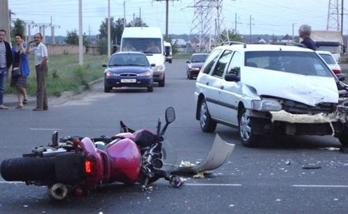 Май 2014 г. Гомельская область. Мотоцикл столкнулся с автомобилем Ford.