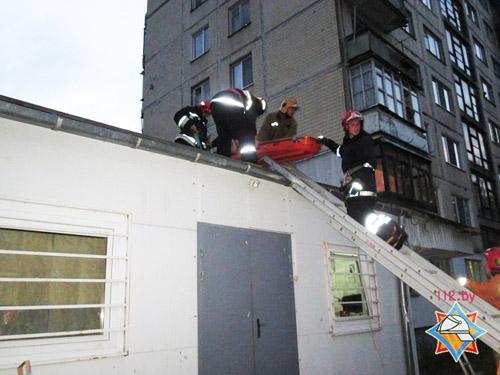 В Витебске мужчина упал с 6 этажа на козырек магазина