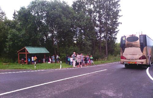 Автобус с детьми, следовавший из Нарочи в Серпухов, загорелся под Смоленском