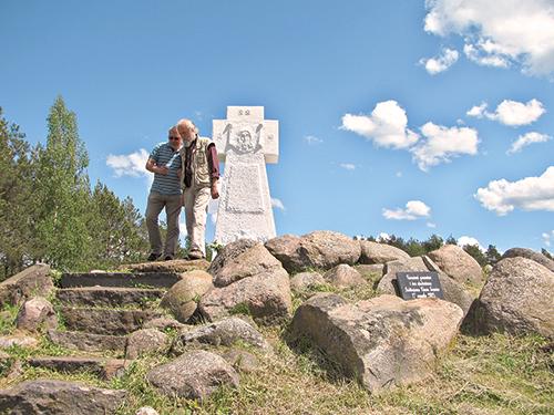 Восстановленное кладбище российских солдат Первой мировой войны у деревни Русское Село Вилейского района.
