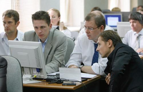 На биржевых торгах 12 июня курс доллара вырос до 10.150 рублей