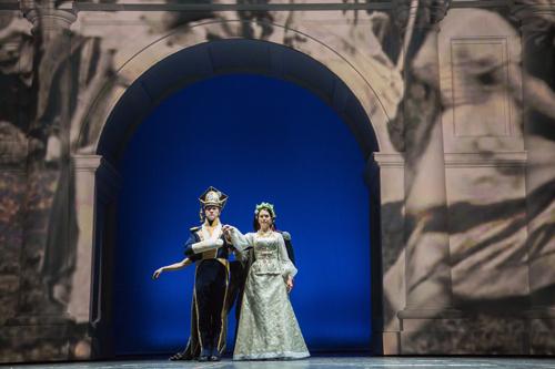 Купаловский театр покажет в Париже