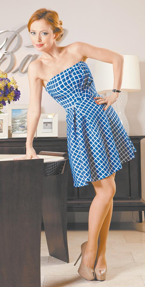 Мария захарова в мини юбки