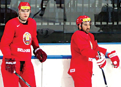 Oleg Yevenko and Alexey Kalyuzhny during training