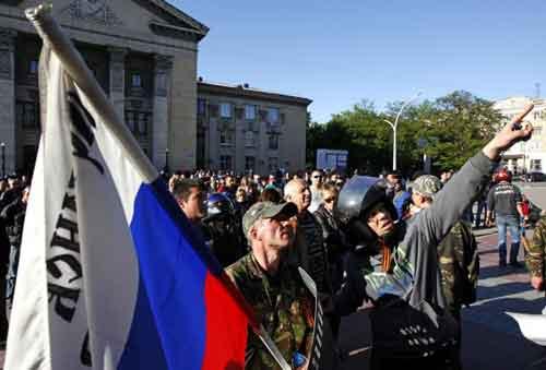 Луганская народная республика: введено военное положение и объявлена мобилизация