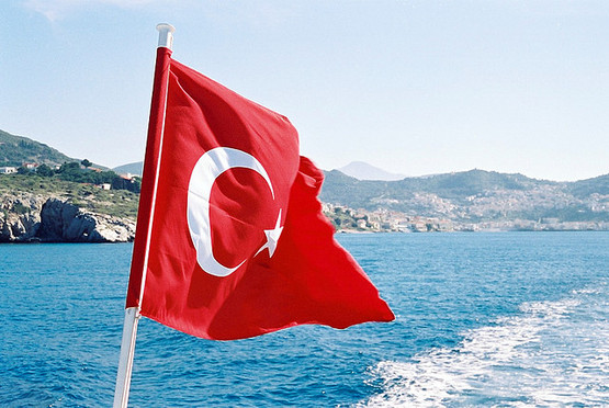 турецкий флаг на корабле