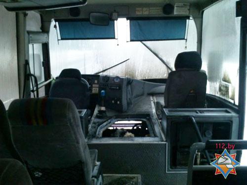 Утром 12 февраля (около 8 часов) на выезде из города Ветка (направление в сторону деревни Неглюбка) загорелся рейсовый автобус МАЗ-256