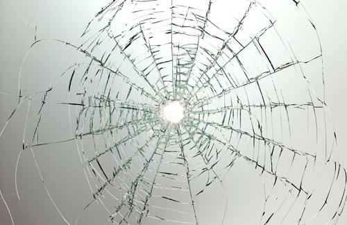 На въезде в город Ровно (Украина) в ночь с 20 на 21 февраля из огнестрельного оружия был обстрелян микроавтобус с белорусскими туристами