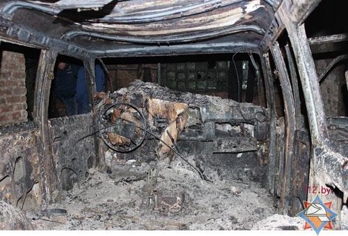 В Жабинковском районе два автомобиля сгорели в гараже предприятия торговли