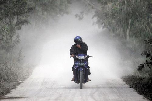 Днем 3 апреля в Бресте (на перекрестке улиц Орджоникидзе и бульвара Космонавтов) 28-летний пьяный мотоциклист на «Днепре» выехал на тротуар остановки общественного транспорта и совершил наезд на стойку дорожного знака