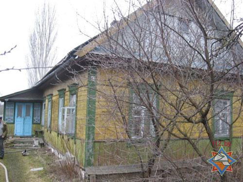 В Петрикове 4 марта вспыхнул пожар в жилом доме, прибывшие спасатели вынесли из горящего жилища 58-летнего хозяина и его 60-летнего гостя