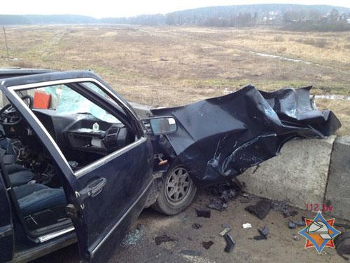 В Минском районе (вблизи Заславля) утром 4 марта автомобиль «Лянча» столкнулся с автомобилем «ГАЗ-3307», 30-летнего водителя легковушки деблокировали спасатели