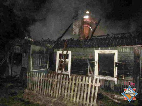 Пожар в доме одинокого пенсионера в деревне Крейванцы (Ошмянский район, Гродненская область) вспыхнул поздним вечером 5 марта
