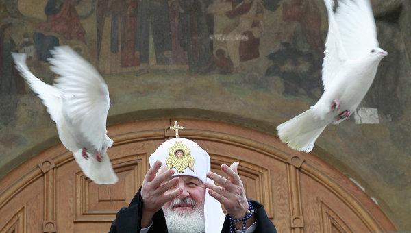 патриарх кирилл и голуби