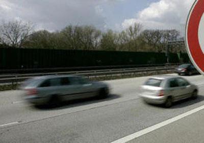 Вечером 12 марта в Гомеле (возле остановочного пункта «улица Дзержинского») автобус МАЗ совершил наезд на пешехода, который внезапно упал на проезжую часть дороги с остановочной площадки