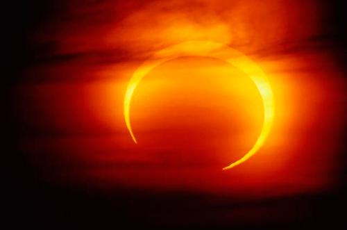 15 апреля земляне увидят первое лунное