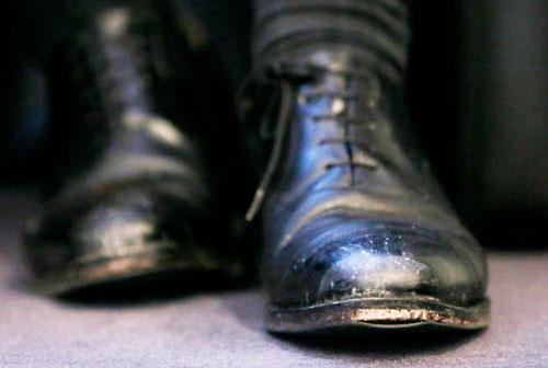 В Гродно 9-классник одной из школ по возвращении домой с занятий обнаружил пропажу ноутбука и денег, найти вора сотрудникам милиции помог четкий отпечаток его ботинка