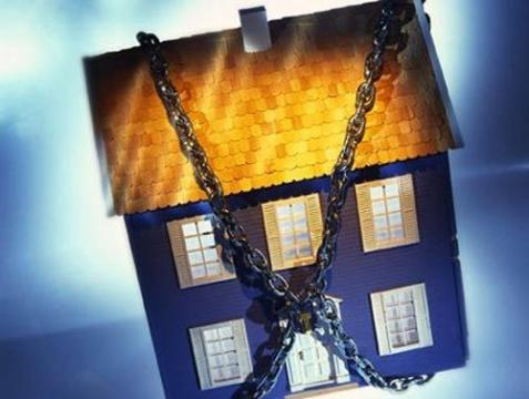 дом в цепях