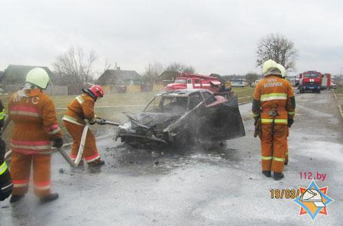 В Гродненском районе (возле деревни Головничи) днем 19 марта загорелся Seat Toledo 1992 года выпуска