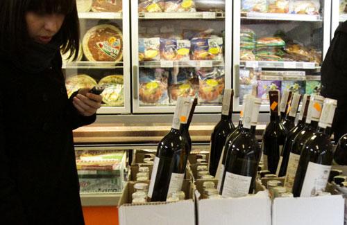 МВД предлагает лишать лицензии за продажу спиртного лицам до 21