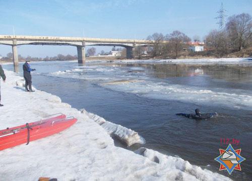 В Орше на реке Днепр провалился в промоину и утонул ребенок