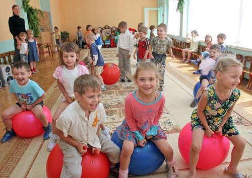В Беларуси работникам детских садов с 1 апреля повышают зарплату