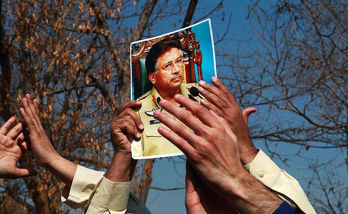 Экс-главу Пакистана Мушаррафа суд обвинил в госизмене