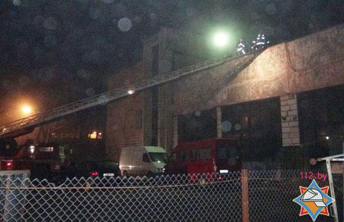 Незадолго до полуночи 18 февраля произошел пожар в авторемонтной мастерской в Минске (переулок Асаналиева), в результате короткого замыкания электропроводки сгорел автомобиль Iveco