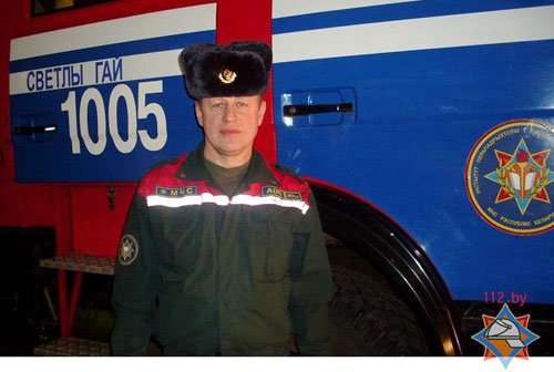 В Борисовском районе спасатель вытащил провалившегося под лед ребенка