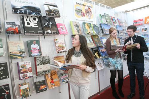 Германия передала часть своих книг из экспозиции, представленной на XXI Минской международной книжной выставке-ярмарке, средней школе №20 Орши, гимназии №20 Минска и Республиканской научно-технической библиотеке