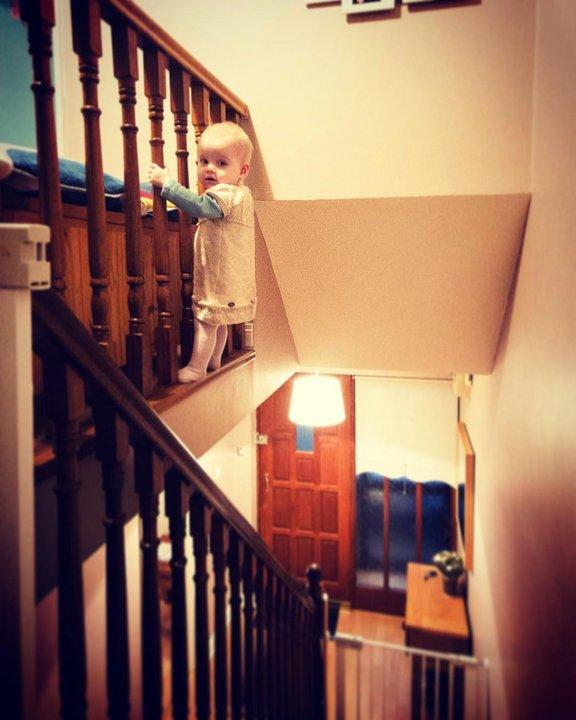 Отец делает «опасные» фото сдочкой, чтобы испугать родных