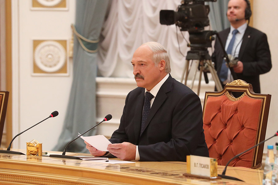 Республику Белоруссию  иКазахстан жители России  считают самыми успешными странами вСНГ