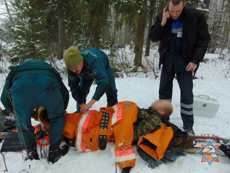 Рыбак провалился под лед наозере Лосвидо