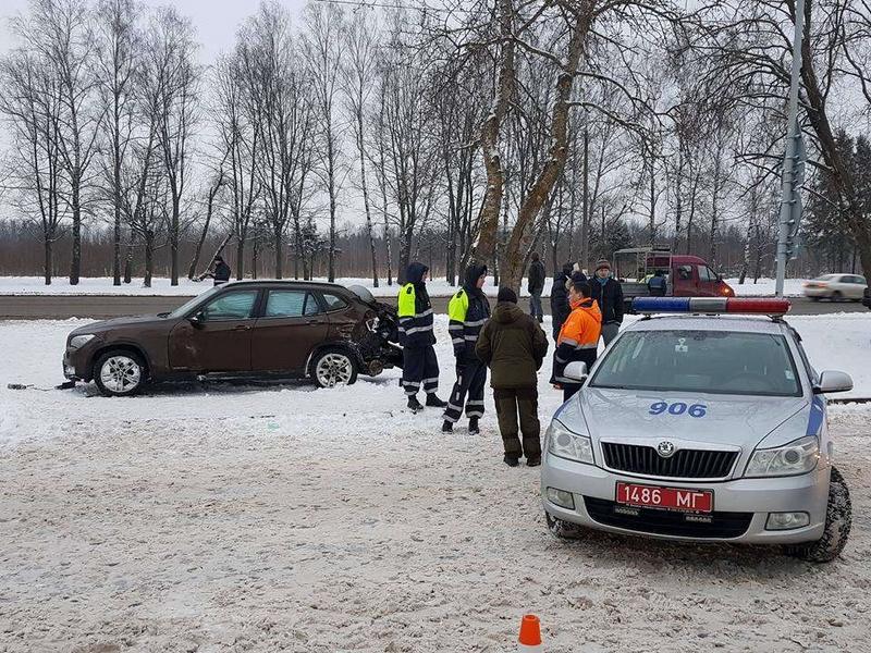 ВМогилеве БМВ взаносе сбил 3-х человек около остановки городского автомобильного транспорта