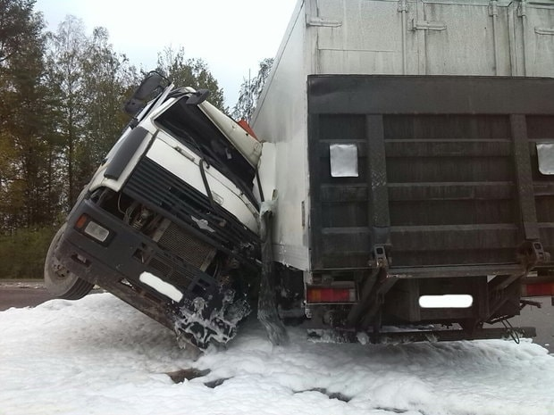Два фургона столкнулись вЛогойском районе