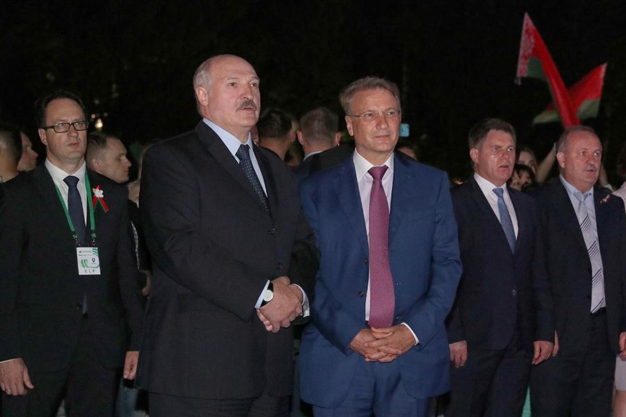 Лукашенко и Греф открыли уникальный светомузыкальный фонтан в...