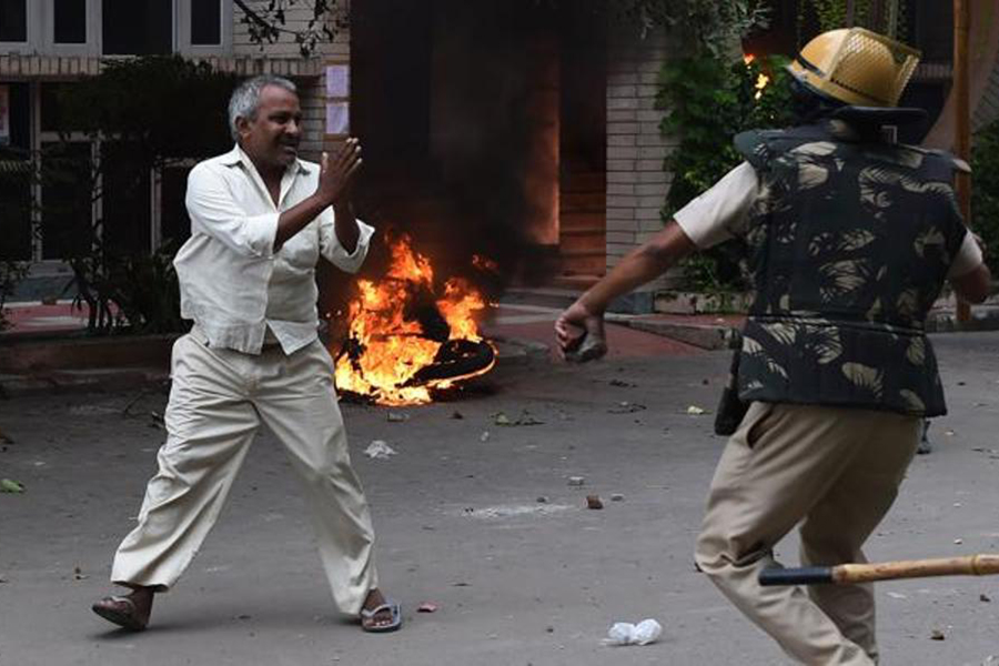 Восемь человек погибли иоколо 70 пострадали впроцессе беспорядков вИндии