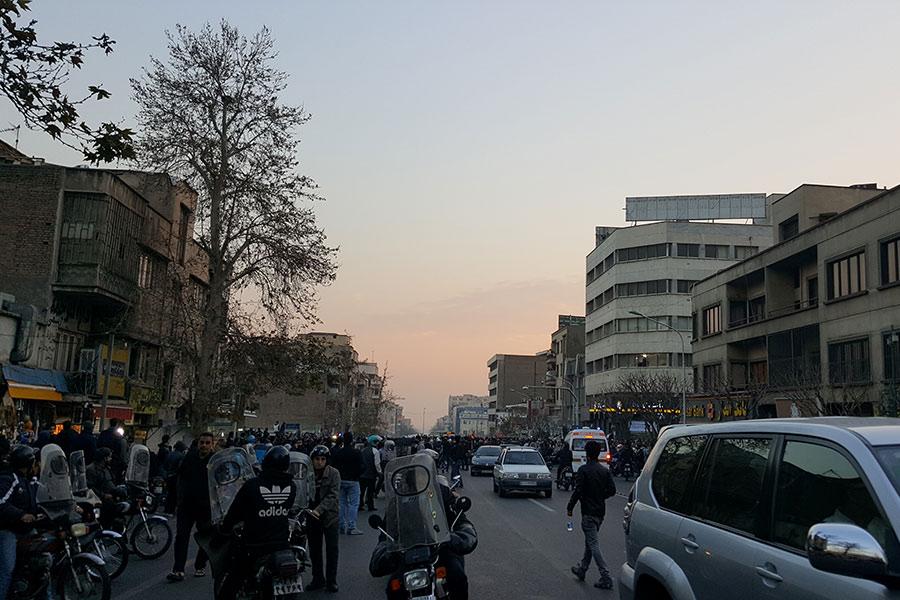 Протесты вИране: уже 10 жертв