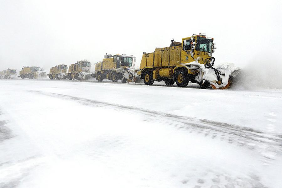 Неменее 400 авиарейсов отменили вТоронто из-за сильного снегопада