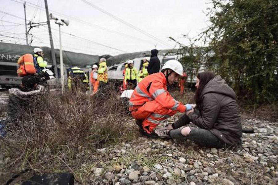 Около  Милана поезд сошел срельс: погибли два человека