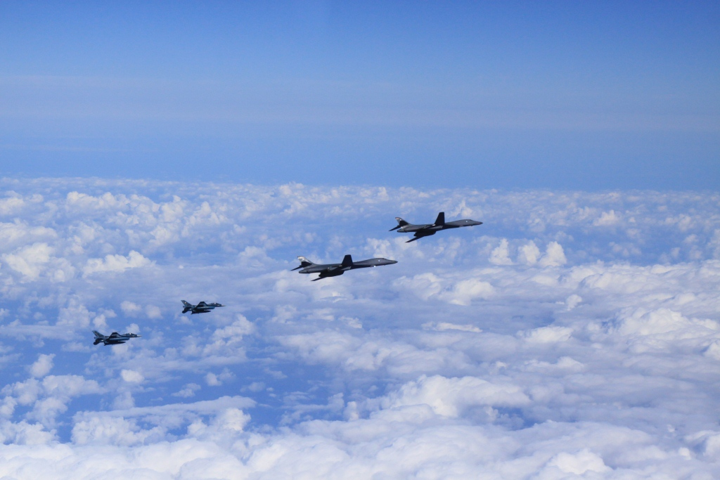 Пентагон объявил озапуске ракеты сподлодки КНДР