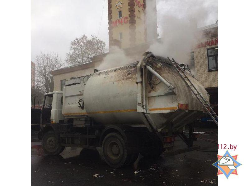 Горящий мусоровоз сам приехал впожарную часть вцентре Минска