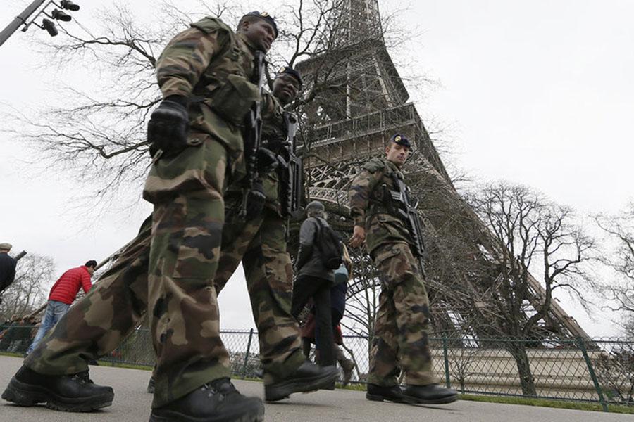 Смертельная перестрелка в центре Парижа: террористы назвали имя нападавшего
