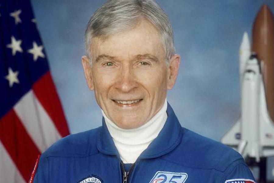Скончался американский астронавт Джон Янг, побывавший наЛуне