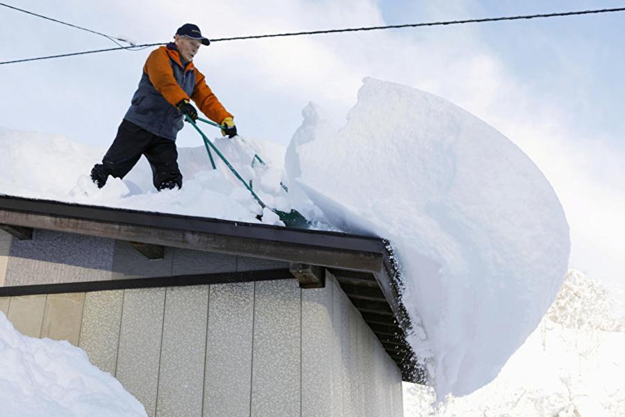 ВЯпонии из-за сильнейших снегопадов погибли 4 человека, еще 48 получили травмы
